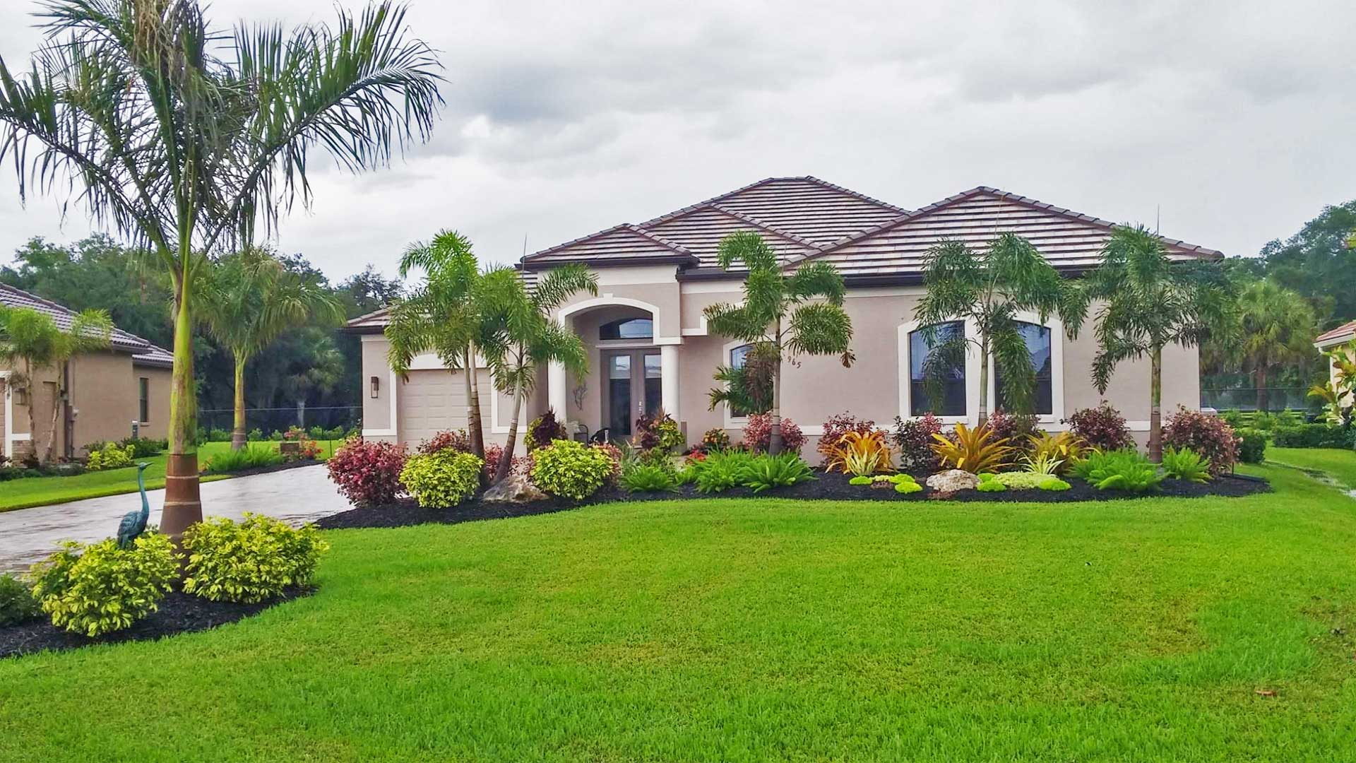 Palmetto home with new landscaping and lawn service.