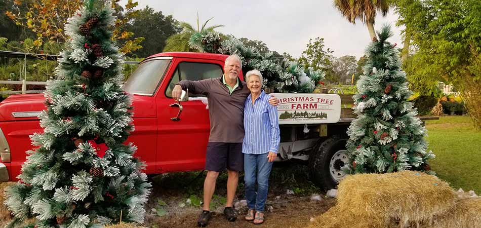 A couple taking holiday photos in Palmetto, FL.